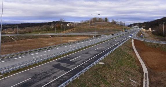 Srpskim auto-putevima u julu 2017. prošao rekordan broj vozila
