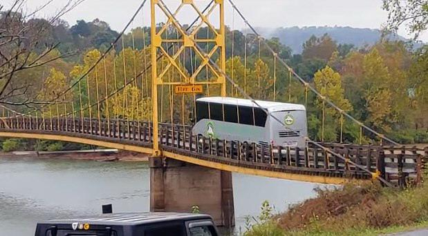 autobus most.jpg