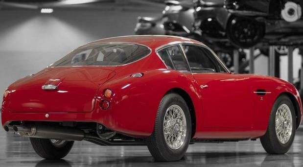 Aston-Martin-DB4 11.jpg