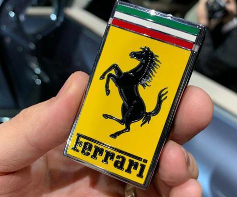 ferrari roma kljuc 02.jpg