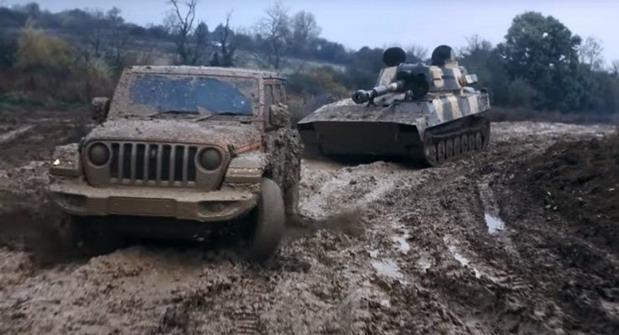 jeep tenk.jpg