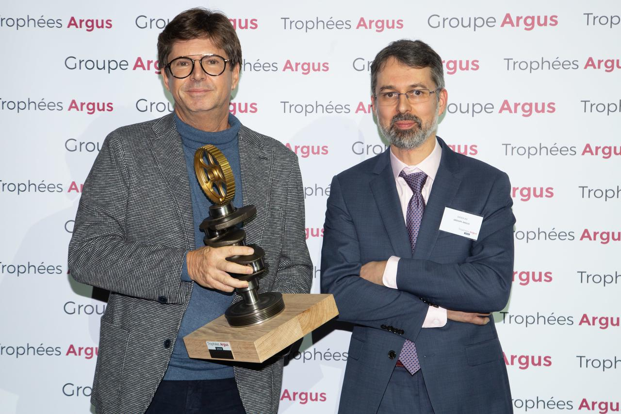 "rsz_olivier_françois global_president_of_fiat_with ""largus""s_special_jury_prize.jpg"