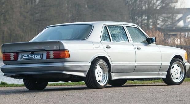 Mercedes-Benz-560 02.jpg