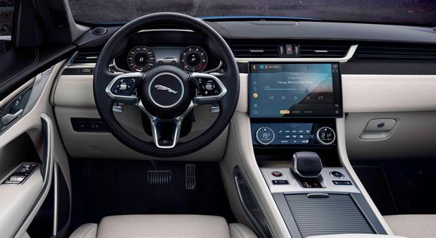 jaguar f pace02.jpg