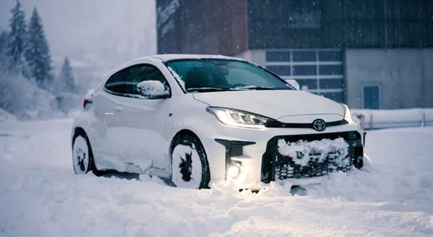 toyota gr yaris sneg.jpg