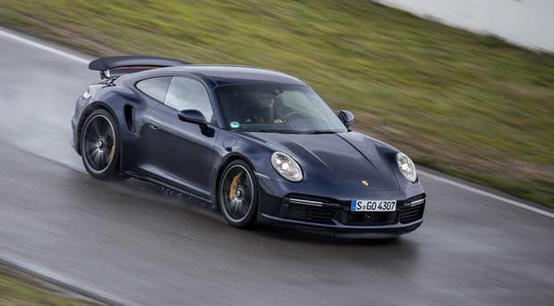 211511-porsche 911 sales010.jpg
