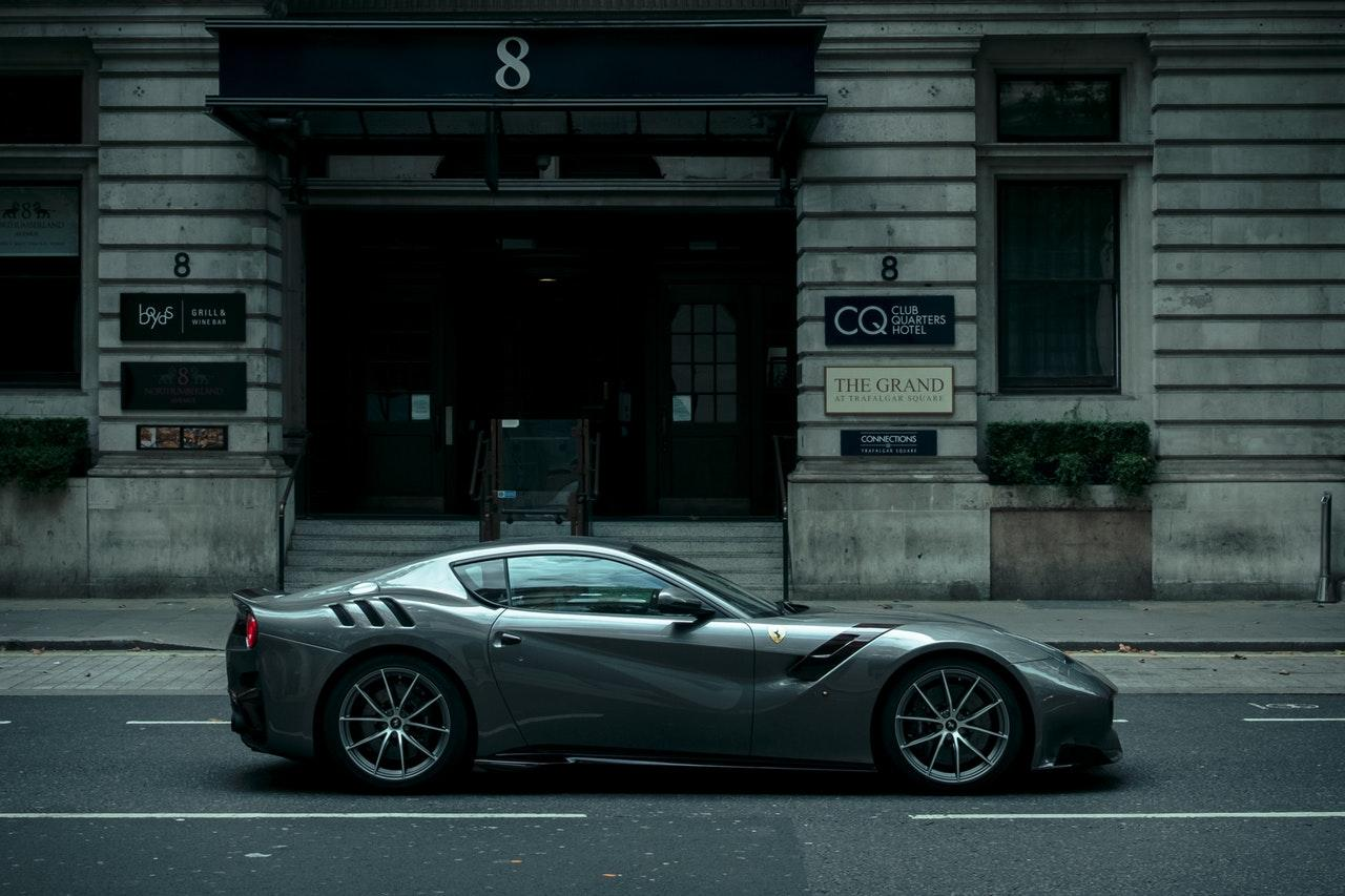 Ferrari sivo.jpg
