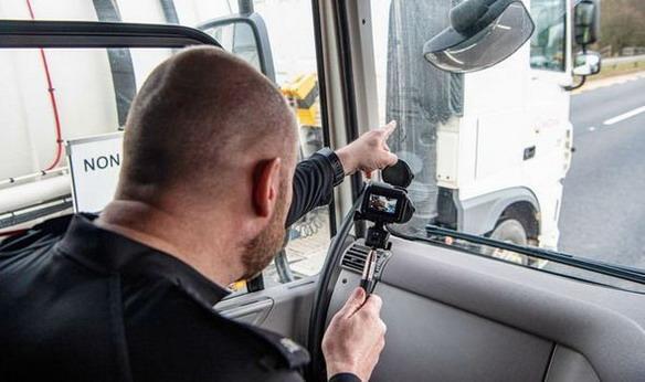 214540-kamion presretac02.jpg